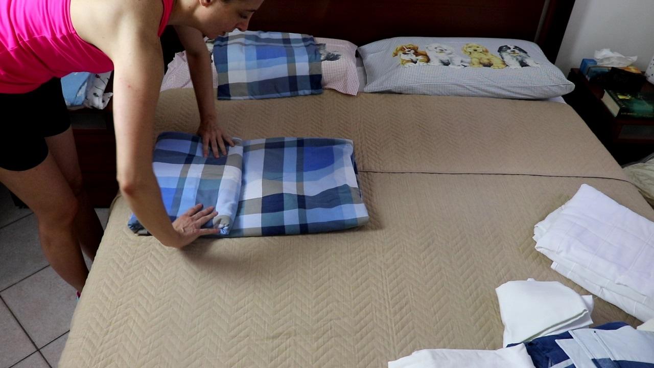 piegare e ordinare le lenzuola